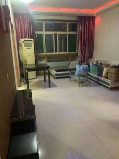 凤凰城木材3室1厅1卫136m²简单装修